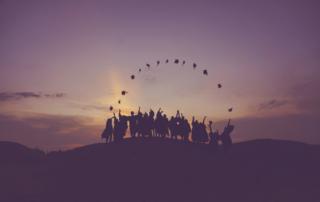 Lyckliga studenter på sin examensdag i USA.